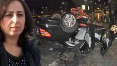 Otomobil takla attı, Sunroof'a başı sıkışan kadın öldü