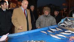 Acun Ilıcalı'nın vekil amcası balık dağıttı