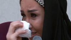 Tesettüre girme hikayesini ağlayarak anlattı
