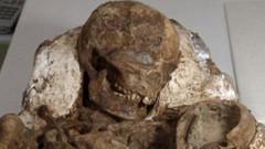 4 bin 800 yıldır bebeğini kucaklıyor