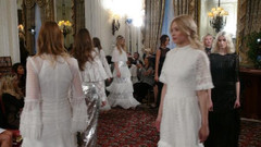 Türk modacı Suriyeli çocuklar için Londra'da defile düzenledi