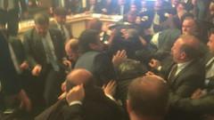 Son dakika haberi: AKP'li ve HDP'li vekiller tekme tokat kavga etti! İdris Balüken'in kolu çıktı