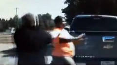 Kadın sürücü polisi sürükleyerek kaçtı