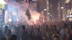 Galatasaray taraftarından İstiklal Caddesi'nde kutlama