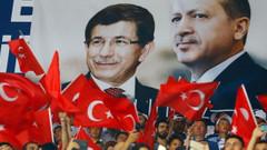 FT: Erdoğan Davutoğlu ile siyasi bir oyun oynuyor