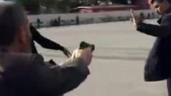 Can Dündar'a adliye önünde silahlı saldırı!