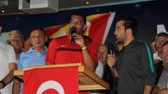 Dos Santos demokrasi nöbetinde!