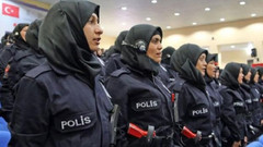 Kadın polislere başörtüsü artık serbest!