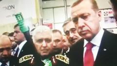 Ertuğrul Özkök: Silah kaçakçılığını anlatan Hollywood filminde Erdoğan karesinin ne işi var?