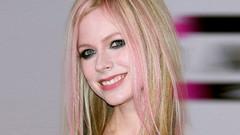 Dünya buna inanıyor: Avril Lavigne aslında 2003 yılında öldü!