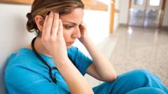 Ameliyathanede stajyer hemşire kızlara taciz: Altında bir şey yok çıplak...