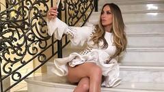 Jennifer Lopez selülitsiz bacaklarıyla meydan okudu