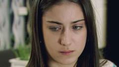 Ünlü oyuncu Hazal Kaya acı haberle yıkıldı