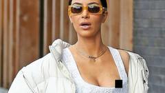 Kim Kardashian'ın sokak ortasında göğsü açıldı