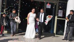 Uçağa alınmayan damat kendi düğününü kaçırdı