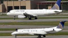 Havalimanında skandal! Tayt giydikleri için uçağa binemediler