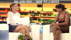 Ünlü oyuncu Cristina D'Alberto Rocaspana mini etek giydiğini unutunca...