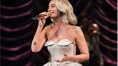 Sıla, 5 bin kişilik konsere 5 bin TL'lik elbise ile çıktı