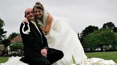 Cinsiyet değiştiren eşiyle 21 yıl sonra yeniden evlendi