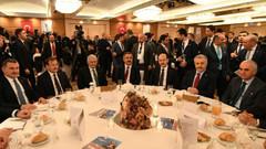Başbakan'ın katıldığı toplantıda Davutoğlu kitabı şoku