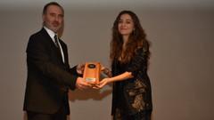 Damla Sönmez'e Yılın Performansı ödülü