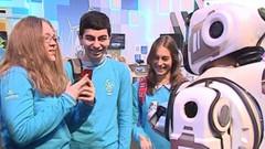 Rus televizyonu övgüler düzmüştü: Yüksek teknolojili robot, insan çıktı