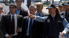Her kumpasın altından çıkan polis tutuklandı