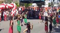 Mersin'de skandal! 23 Nisan gösterisi çocukların kıyafeti nedeniyle yarıda kesildi