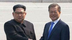 Kore'de tarihi zirve! Kuzey ve Güney Kore liderleri bir araya geldi