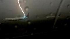 Son dakika: İstanbul Erzurum uçağına havadayken yıldırım çarptı