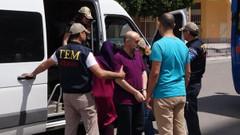 Son dakika: FETÖ'nün Mersin imamı arkadaşının karısıyla yakalandı
