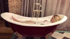 Ciciş Esra Ersoy çırılçıplak küvette köpük banyosu yaparken video paylaştı