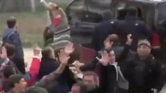 Kılıçdaroğlu'na linç girişimine ilişkin yeni görüntüler: Kadın, büyük bir taşı makam aracına atıyor!