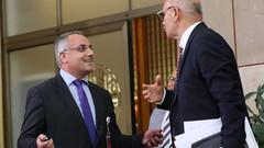 Mahmut Tanal ile Akit TV muhabirinin ilginç polemiği