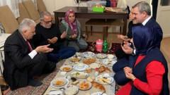 Binali Yıldırım'ın iftarı sosyal medyada alay konusu oldu