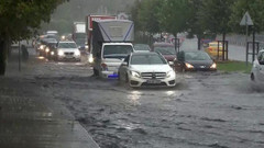 Süper hücre İstanbul'u vurdu! Meteoroloji'den yeni uyarı