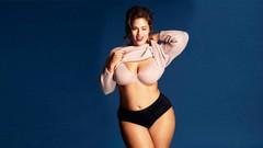 Ashley Graham vücut kusurlarını sergiledi