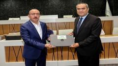 57 milyon lira borcu olan AKP'li belediyeden muhtarlara laptop