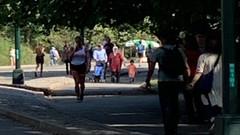 Berat Albayrak eşi ve küçük oğlu ile Central Park'ta gezerken görüntülendi