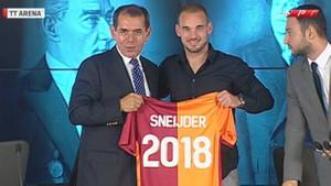 Sneijder imzayı attı: Galatasaray'da bırakmak istiyorum!