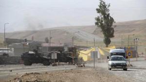 Van'da karakola saldırı: 14 asker yaralı