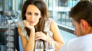Kadınlar erkeklerin ilk neresine bakıyor?