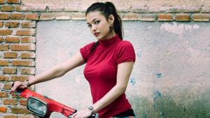 Elisa Mouliaa