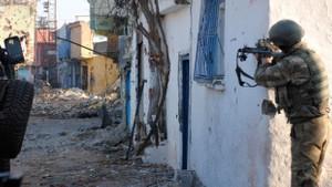 Sur'da PKK'nın keskin nişancısı öldürüldü