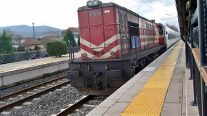 Elektrik kesildi YHT'nin imdadına lokomotif yetişti