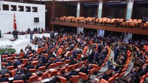 Ahmet Davutoğlu Başbakanlık sonrası ilk kez Genel kurul'da!