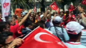 Türk taraftarlar Nice sokaklarını festival alanına çevirdi