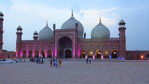Dünyanın en büyük 18 camisi