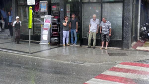 Çanakkale'de sağanak yağış hayatı felç etti