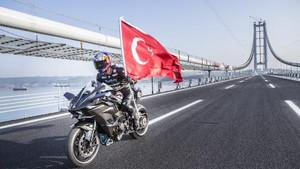 Kenan Sofuoğlu'ndan Osmangazi Köprüsünde hız rekoru